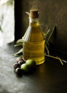 Olivenöl gegen trockene Haare